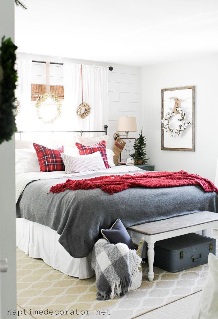 A Cozy Christmas Bedroom